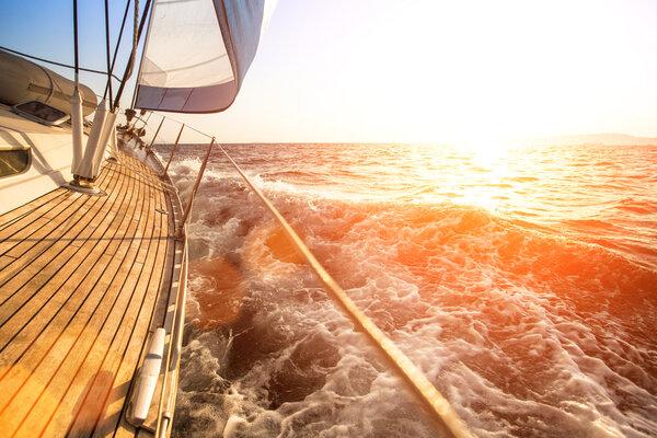 köpa segelbåt i Medelhavet